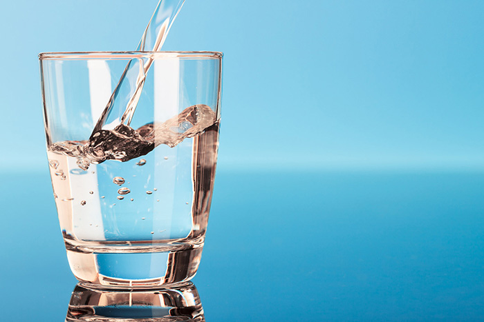11 Benefits to Drinking More Water